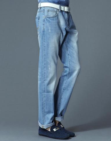 浅蓝色渐变小直筒牛仔裤