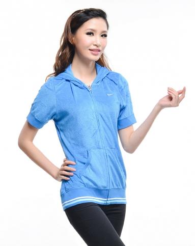 女子蓝色短袖夹克