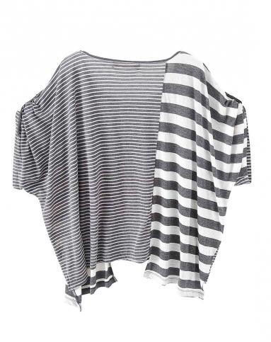 深灰色圆领条纹宽松t恤