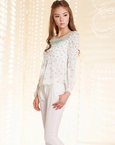 白/浅绿色清新碎花长袖上衣