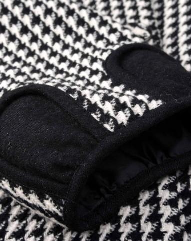 黑白色经典格子外套